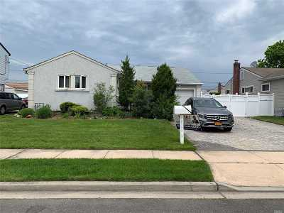Hicksville Single Family Home For Sale: 11 Cornell Lane