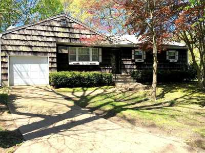 Lake Ronkonkoma Single Family Home For Sale: 144 Pleasure Ave