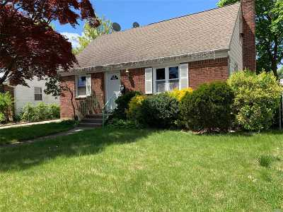 Uniondale Single Family Home For Sale: 572 Clark Pl