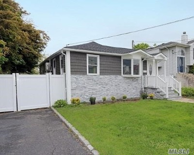 Bellmore Single Family Home For Sale: 2745 W Alder Rd