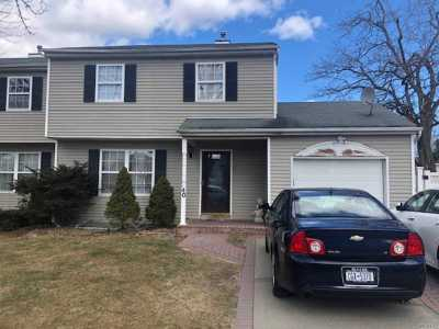 Central Islip Single Family Home For Sale: 40 Elm St
