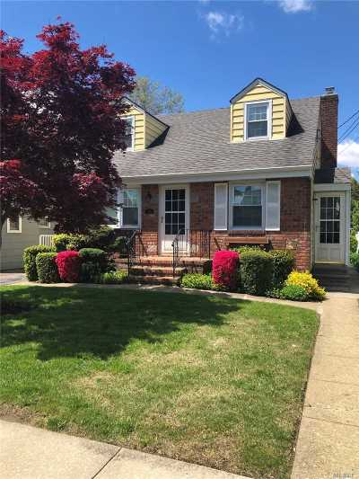 Mineola Single Family Home For Sale: 51 11th Ave