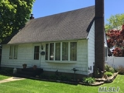 Farmingdale Single Family Home For Sale: 2 Cinque Dr