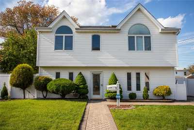Bethpage Single Family Home For Sale: 16 Park Ln