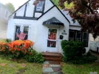 Nassau County Single Family Home For Sale: 20 Hamilton Pl