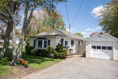 West Islip Single Family Home For Sale: 18 Oak Neck Rd