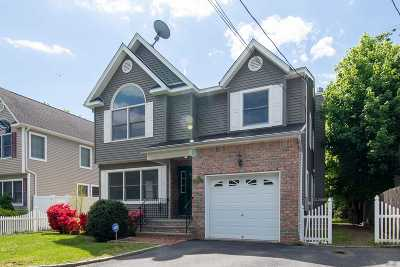 Syosset Single Family Home For Sale: 302 Jackson Ave