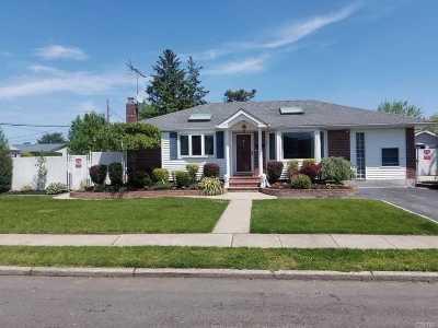 Deer Park Single Family Home For Sale: 157 Villa Ave