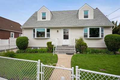 Hicksville Single Family Home For Sale: 5 Somerset Ave