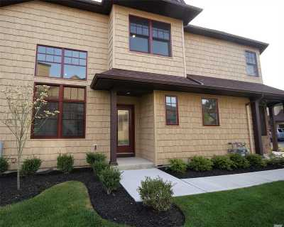 Bayport Condo/Townhouse For Sale: 36 Johnny's Path #36