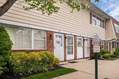 Farmingdale Condo/Townhouse For Sale: 1 Atlantic Ave #58