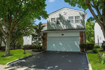 Commack Condo/Townhouse For Sale: 89 Hamlet Dr