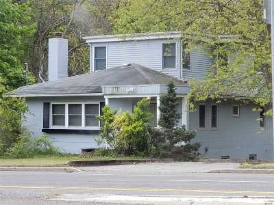 Patchogue Single Family Home For Sale: 120 W Woodside Ave