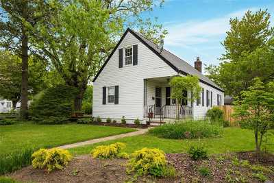 Wantagh Single Family Home For Sale: 3009 Linden St
