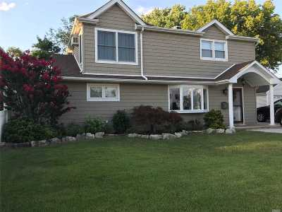 Bethpage Single Family Home For Sale: 15 Reading Ln