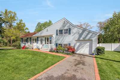 Smithtown Single Family Home For Sale: 27 Briaroot Dr