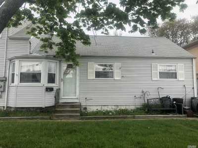 Lindenhurst Multi Family Home For Sale: 10 McKinley Ave