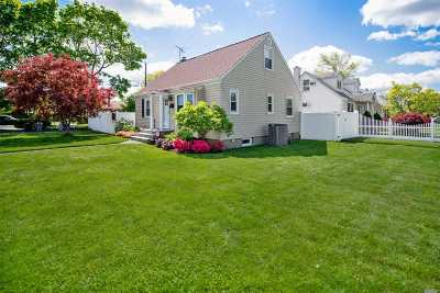 East Meadow Single Family Home For Sale: 2466 Harding Ct