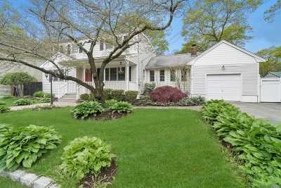 Patchogue Single Family Home For Sale: 110 Holbrook St