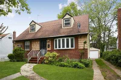 Rockville Centre Single Family Home For Sale: 493 Clinton Ave