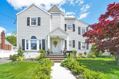 Massapequa Single Family Home For Sale: 62 Biltmore Blvd
