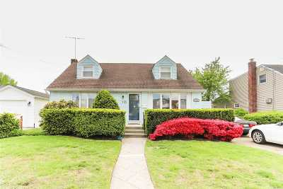 Franklin Square Single Family Home For Sale: 925 Cherry Ln