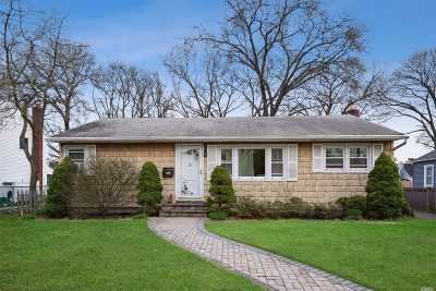 Babylon Single Family Home For Sale: 40 Independence Ave