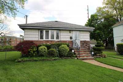 Valley Stream Single Family Home For Sale: 197 Cochran Pl