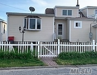 Lindenhurst Single Family Home For Sale: 817 Ocean St