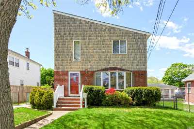 Lindenhurst Single Family Home For Sale: 657 Adams Ave