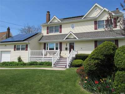 West Islip Single Family Home For Sale: 534 S Dyre Ave