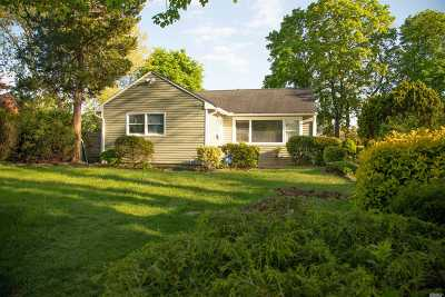 Central Islip Single Family Home For Sale: 54 E Maple St