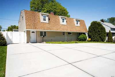 Levittown Single Family Home For Sale: 153 Sunrise Ln