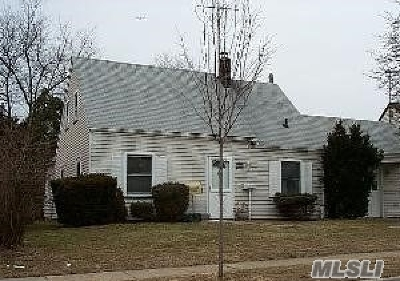 Levittown Single Family Home For Sale: 97 Prairie Ln