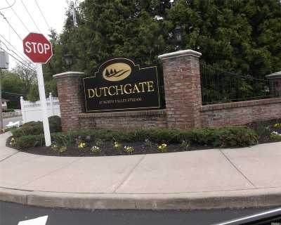 Valley Stream Condo/Townhouse For Sale: 717 Willow Ln #717