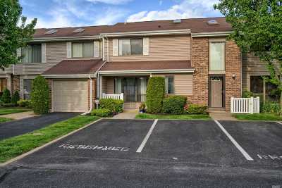 Smithtown Condo/Townhouse For Sale: 182 North Ln