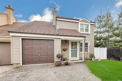 Bay Shore Single Family Home For Sale: 38 Deb Ct