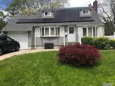 Central Islip Single Family Home For Sale: 489 Saint Johns St