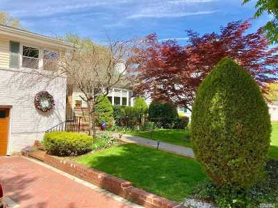 Garden City Single Family Home For Sale: 110 Tanners Pond Rd