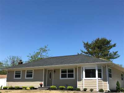 East Moriches Single Family Home For Sale: 3 Newpoint Ln