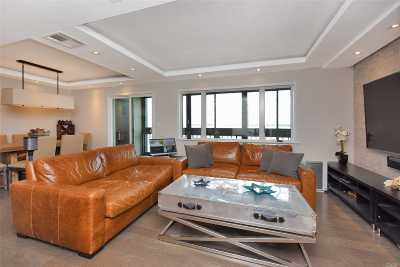 College Point NY Condo/Townhouse For Sale: $638,000