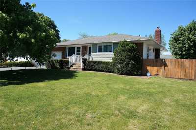 Deer Park Single Family Home For Sale: 240 W 9th St