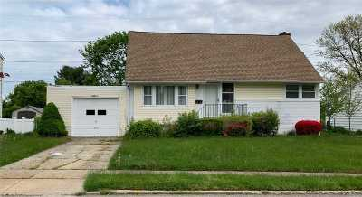 Syosset Single Family Home For Sale: 47 Miller Blvd