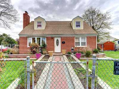 Hicksville Single Family Home For Sale: 16 Gardner Ave