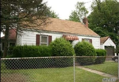 Freeport Single Family Home For Sale: 22 Agnes St