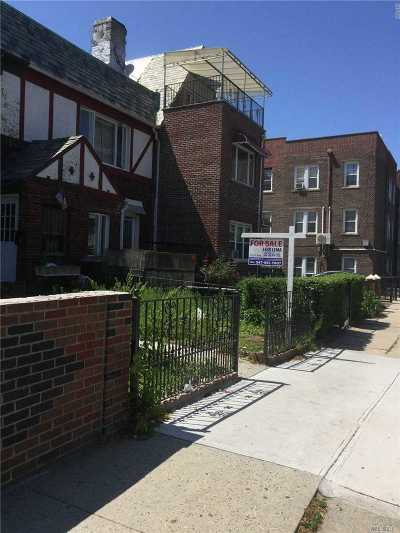 Jackson Heights Single Family Home For Sale: 34-20 72nd St