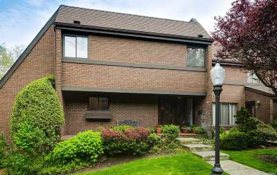 Roslyn Condo/Townhouse For Sale: 32 Acorn Ponds Dr