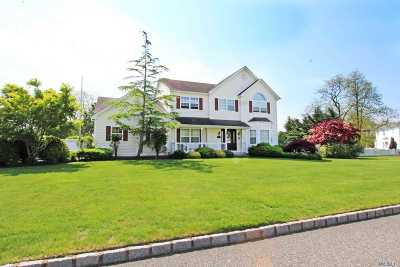 Manorville Single Family Home For Sale: 7 Sparrow Ln