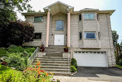 Farmingdale Single Family Home For Sale: 10 Crest Hollow Ct