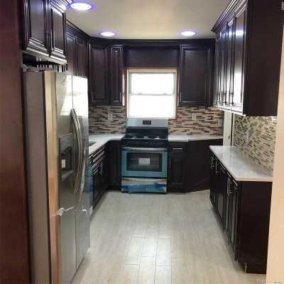 Hempstead Single Family Home For Sale: 113 Windsor Pkwy